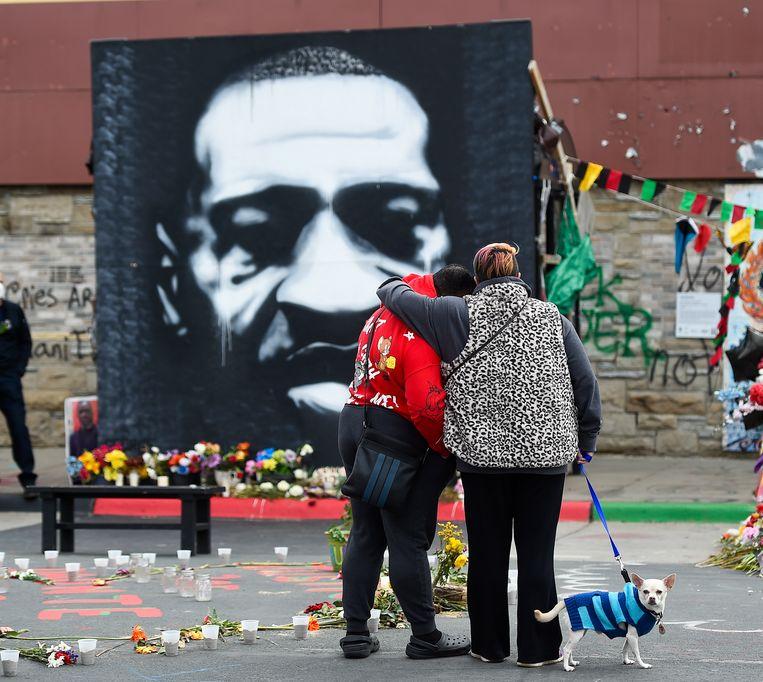 Vorig jaar liepen woedende protesten over de dood van Floyd uit op plunderingen en rellen. Beeld EPA