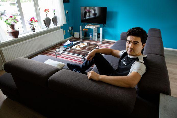 Imam Ali Nazari in zijn nieuwe appartement vlakbij het PSV-stadion.