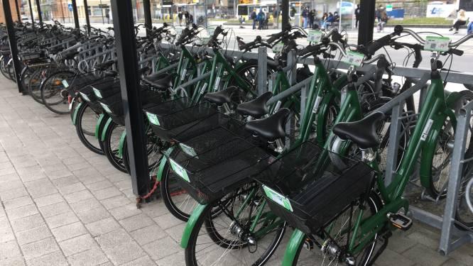 Wat doen die groene fietsen bij het station?