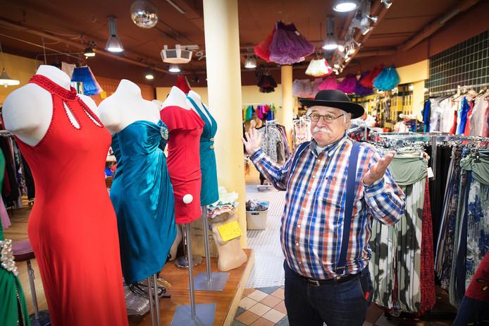 Eigenaar Dolf Meerstadt in zijn Nijmeegse winkel.