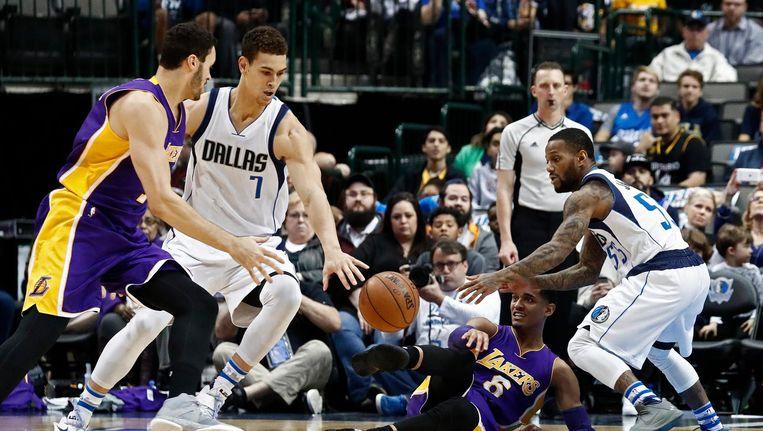 Basketballers van de Los Angeles Lakers hebben hun grootste nederlaag ooit in de NBA geleden Beeld anp