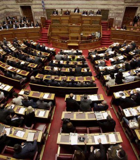 La Grèce adopte de justesse un nouveau train de rigueur