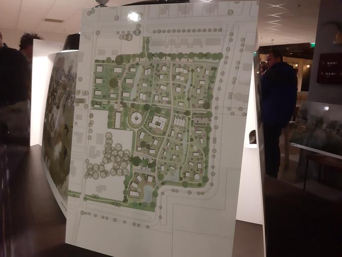 De kavelverdeling in het plan Olstergaard. Met in het midden een gezamenlijk wonenproject van acht appartementen, rechtsonder een zone met circa tien tiny houses en rechts in het middel een centrale parkeerplaats met zonnepanelen.