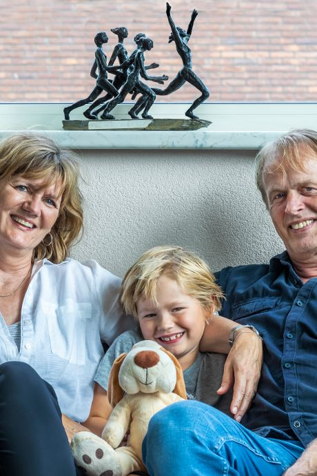 Voor het eerst kijken ouders van Dafne Schippers vanaf de bank: 'Knoop in buik op wedstrijddag'