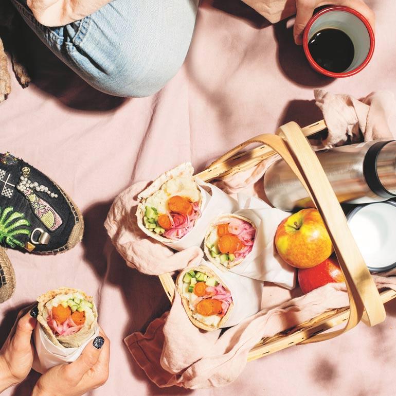 Wortel-hotdogs met platbrood. Recept uit: Food Pharmacy: op jacht naar goede voeding