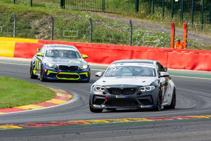 Leuvenaar Steven Brams en Kempenaar Joeri Janssens delen een passie voor BMW en vonden elkaar om in 2021 hun debuut in de autosport te maken.