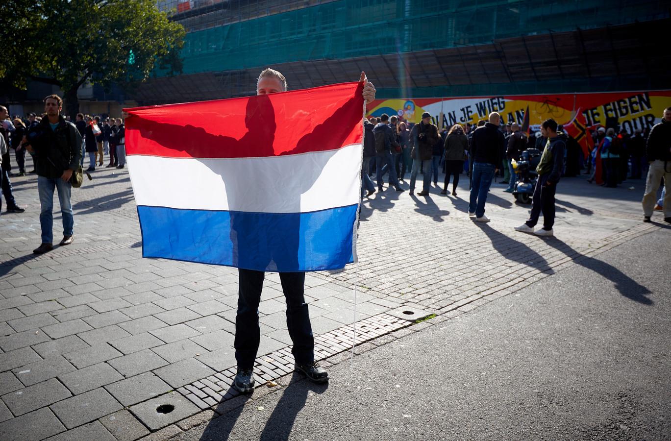 Demonstranten van Pegida op het Vredenburg in Utrecht
