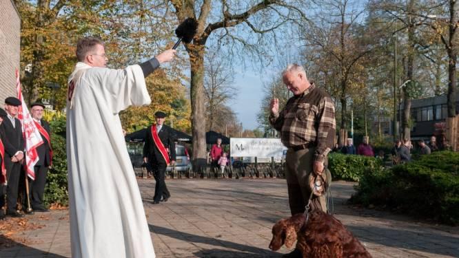 Ook honden worden nu ingezegend bij Sint Hubertusrit in Epe: 'Logische combinatie'