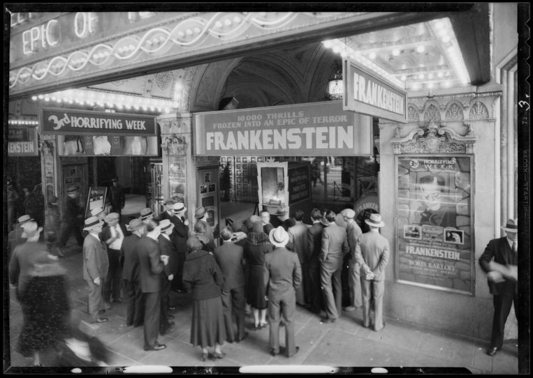 De ingang van een filmtheater in 1931.  Beeld Corbis via Getty Images