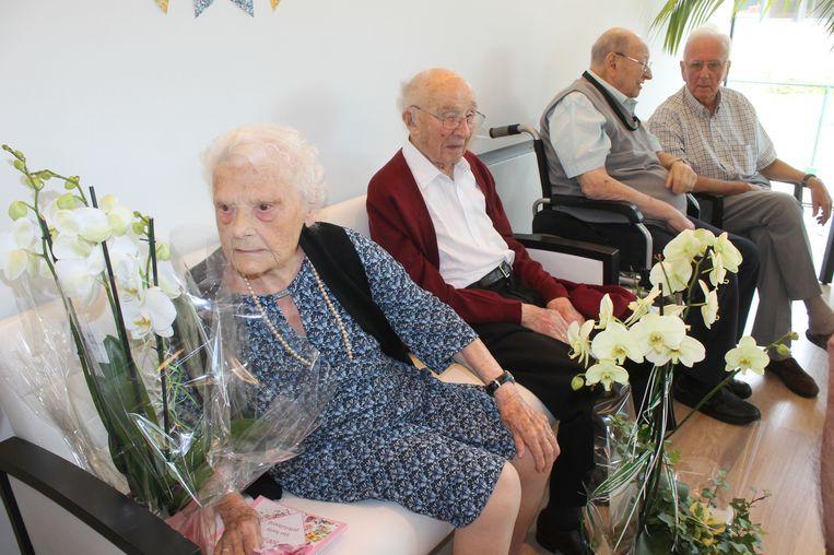 Flore samen met haar man Maurits. Allebei hebben ze nu de kaap van 100 jaar overschreden.