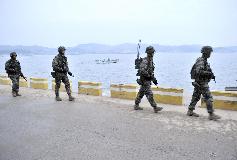 Zuid-Koreaanse soldaten patrouilleren langs de grens.