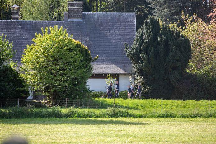 De politie aan de bekende villa uit Amigo's langs de Brusselbaan.