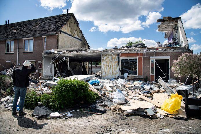 De ravage na de ontploffing van het huis van Ben was enorm. Tot in de wijde omtrek raakten woningen en auto's beschadigd.