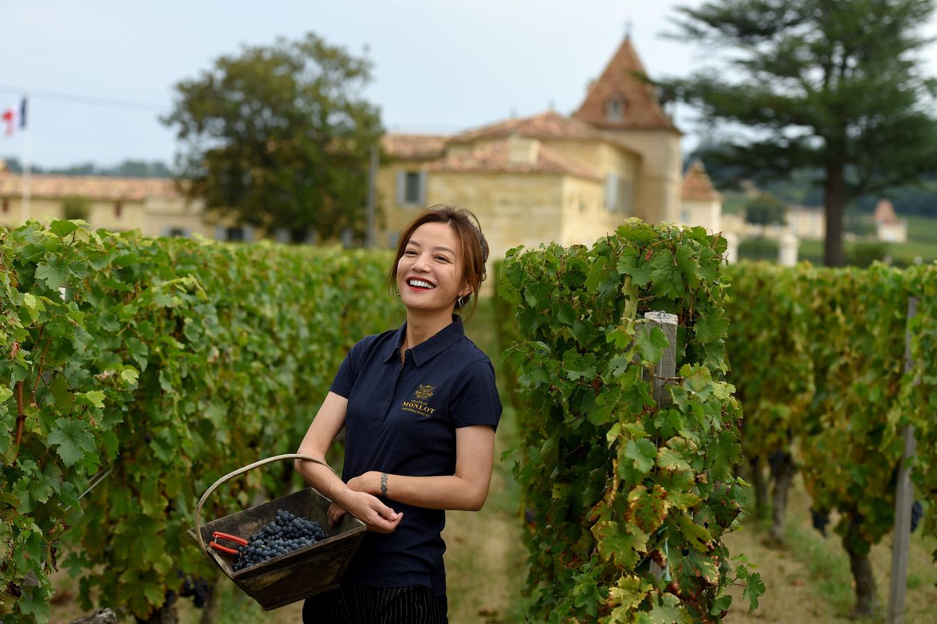 Zhao Wei op haar landgoed.