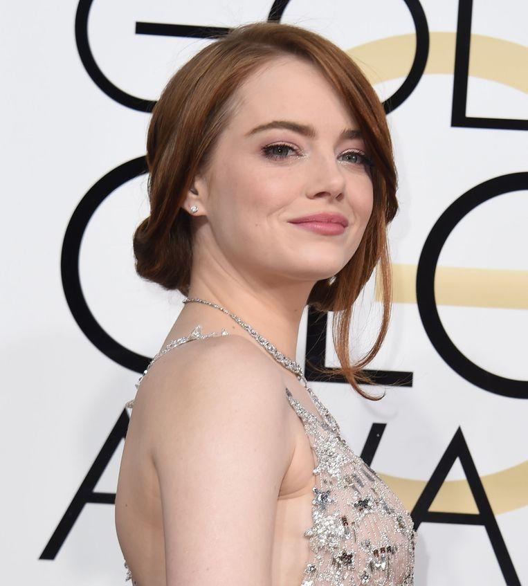 Emma stone kiest voor haar kenmerkende nonchalante knotje