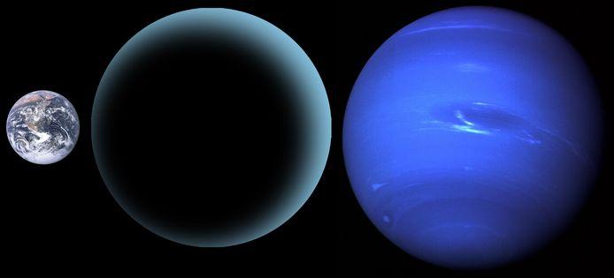 Een vergelijking tussen de (vermoedelijke) grootte van planeet X (midden) met de aarde (links) en Neptunus (rechts). Die zou tot tien keer zo zwaar zijn als de aarde.