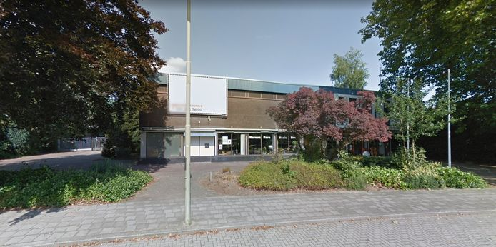 Projectontwikkelaar Van Vemde wil het oude TNT-gebouw in Epe slopen en zeventien appartementen bouwen op deze plek aan het Julianapark.
