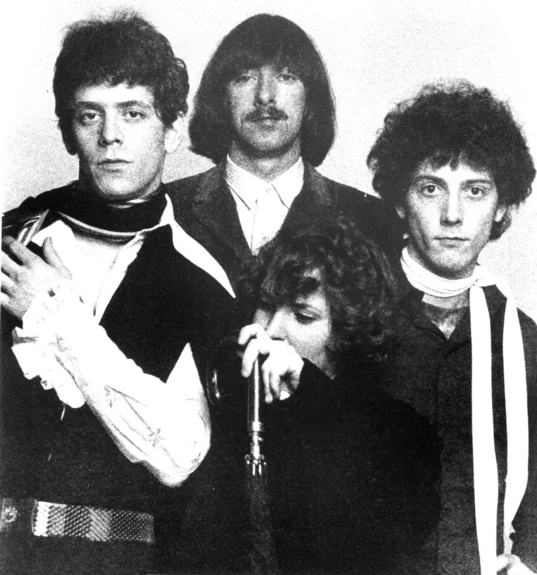 The Velvet Underground eind jaren 60: (vlnr.) Lou Reed met Sterling Morrison, Maureen Tucker en Doug Yule, maar zonder John Cale. Beeld Michael Ochs Archives