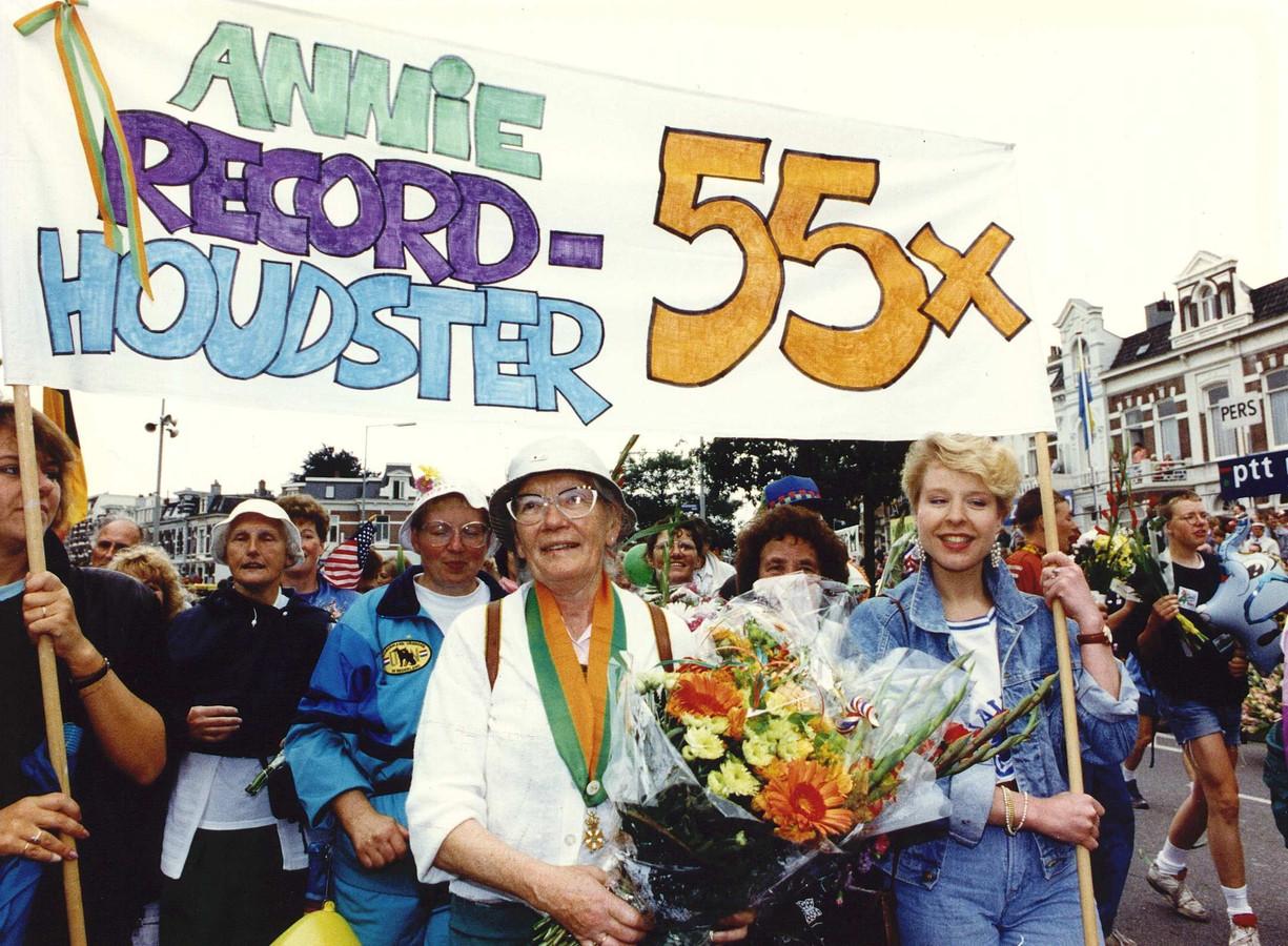 In 1991 loopt Annie Berkhout de Nijmeegse Vierdaagse voor de 55ste keer.