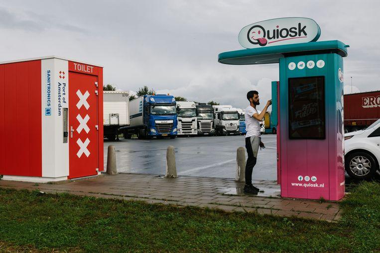 Zelfreinigende toiletten bij truckparking de Heining op Westpoort. Beeld Marc Driessen