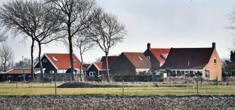 Klein-Valkenisse: 'Wandelaars staan gewoon mijn huis en tuin te fotograferen'