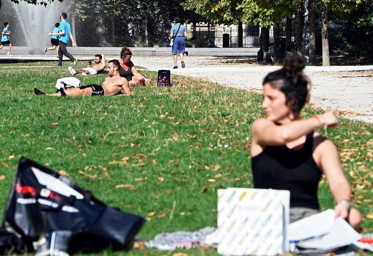 Opvallend warm weer in september in Brussel. Beeld Photo News