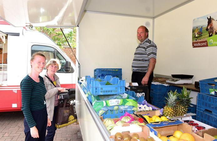 Godelieve en haar dochter Veerle kwamen wat groenten kopen bij Geert