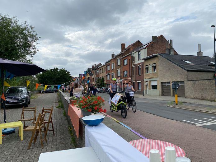 Met een ludieke fietstocht langs de tien drukke straten willen de actievoerders aantonen dat het ook woonstraten zijn.