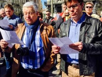 Honderden mensen aan de Brusselse Beurs zingen tegen terreur en angst