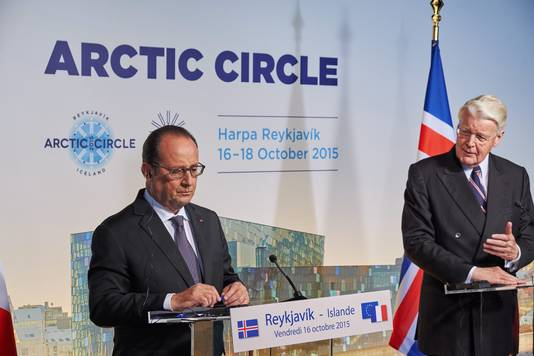François Hollande (links) en de Ijslandse president Olafur Ragnar Grimsson (rechts)