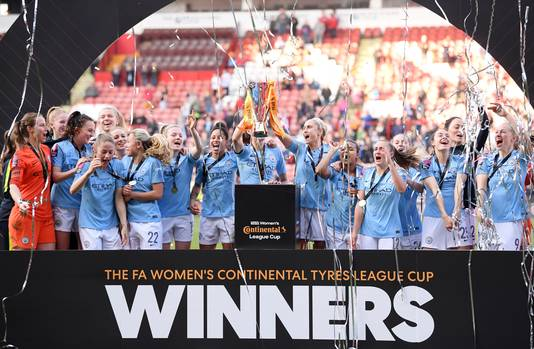 De vrouwen van Manchester City winnen de League Cup.