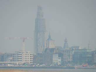 """Rookpluim uit Brecht bereikt Antwerpen: """"Zon is amper zichtbaar en het regent assen uit de lucht"""""""