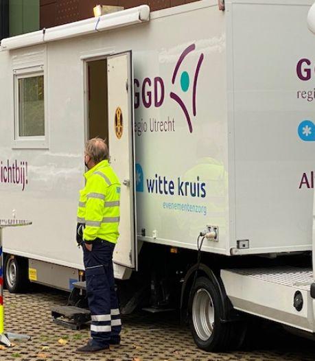 GGD hoopt met testbus coronabesmettingen in Neder-Betuwe terug te dringen