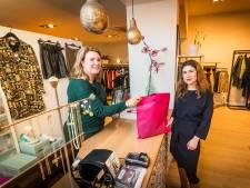 Pleidooi in Enschede tegen onlineaankopen: 'Koop lokaal, voor levendige stad'