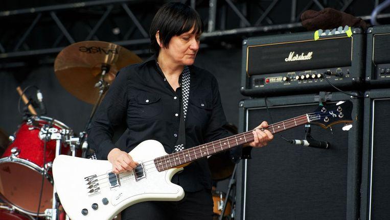 Bassiste Debbie Googe van Primal Scream Beeld getty