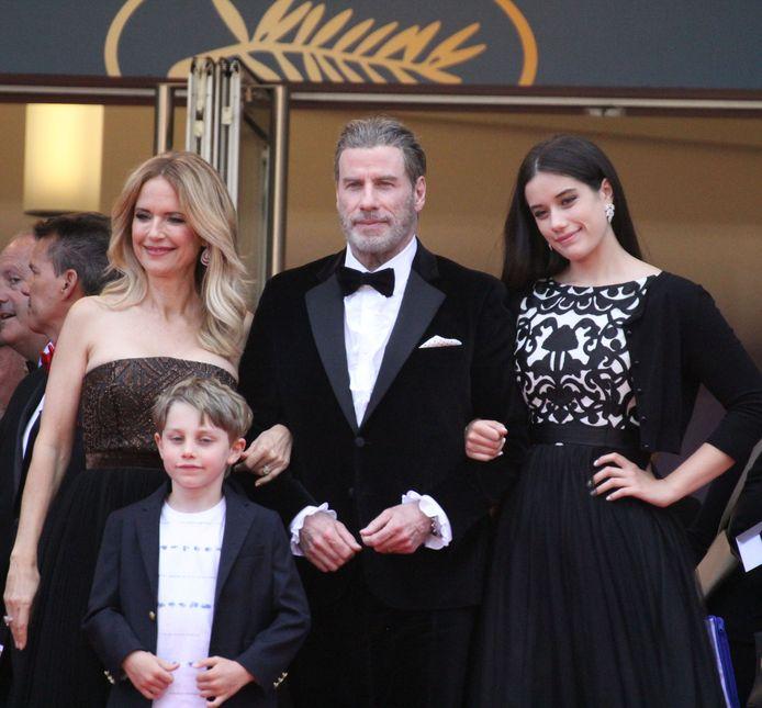 Cannes, Frankrijk 2018. Kelly Preston, Benjamin Travolta, John Travolta en Ella Bleu Travolta.