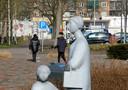 Een beeldengroep in het winkelcentrum Rembrandtgalerij in de wijk Westrand in Roosendaal.
