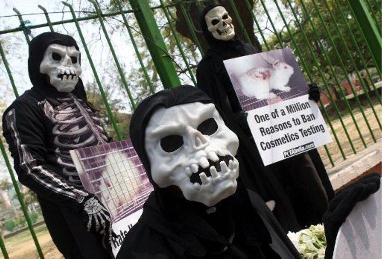 PETA-activisten betogen in India tegen het gebruik van dieren in de cosmetische industrie. Beeld UNKNOWN