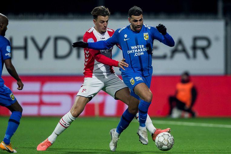 Nick Bakker van FC Emmen en Oussama Tannane van Vitesse Beeld ANP