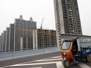 """Le géant chinois Evergrande menacé de faillite, les marchés mondiaux plombés: """"Le spectre d'un Lehman chinois"""""""