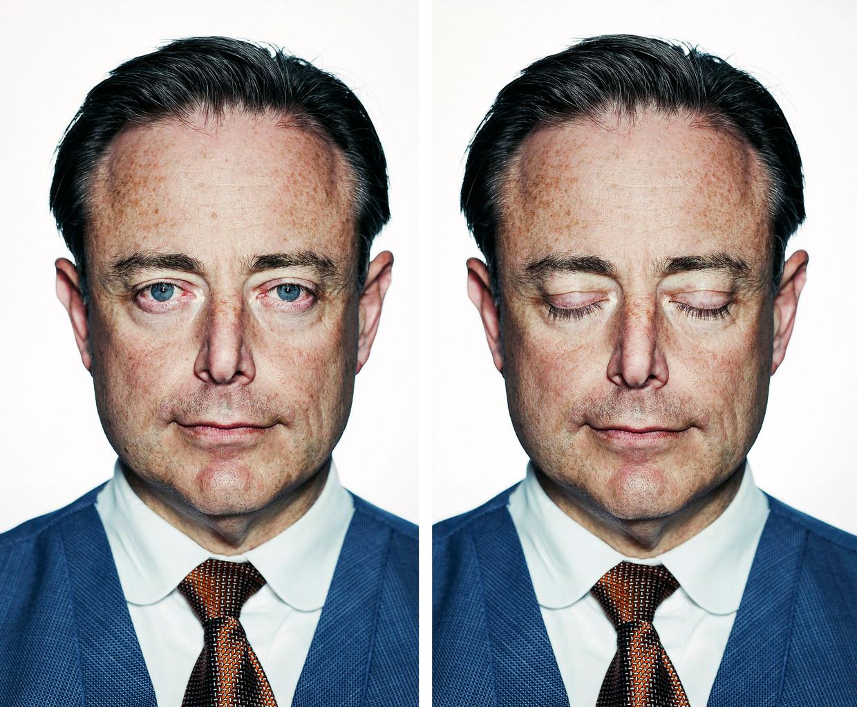 'Bart De Wever staat op een kruispunt. Het staatsmanschap wenkt, maar de vergetelheid evenzeer. Het is een dubbeltje op z'n kant', stelt Joël De Ceulaer.  Beeld Tim Coppens