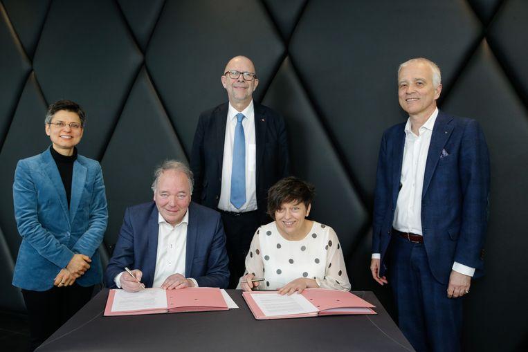Gouverneur Berx, gedeputeerden Caluwé, Lemmens, Helsen en rector Van Goethem