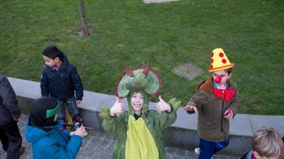 Kinderen Go Shil! houden carnavalsstoet