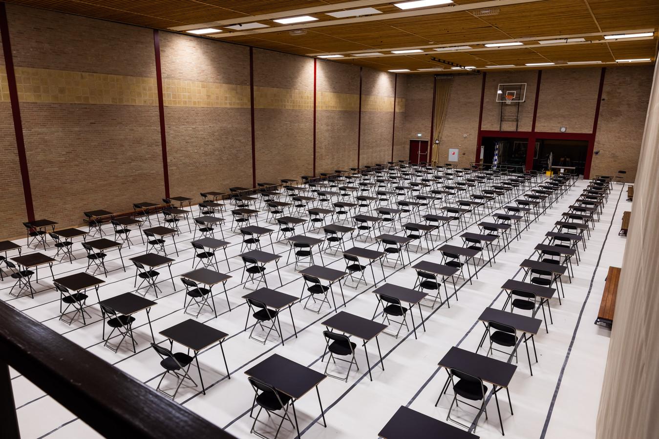 Sporthal Theereheide in Sint Michielsgestel is in gereedheid gebracht voor de eindexamens van Gymnasium Beekvliet die beginnen op maandag 17 mei.