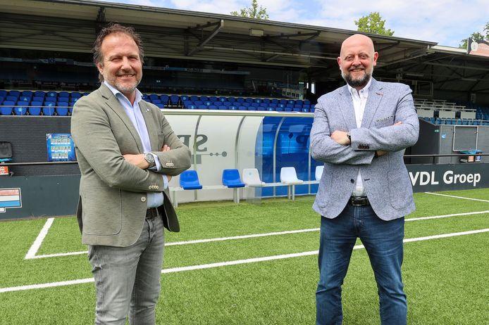 Directeur Günther Peeters van FC Eindhoven (r) samen met technisch manager Marc Scheepers.