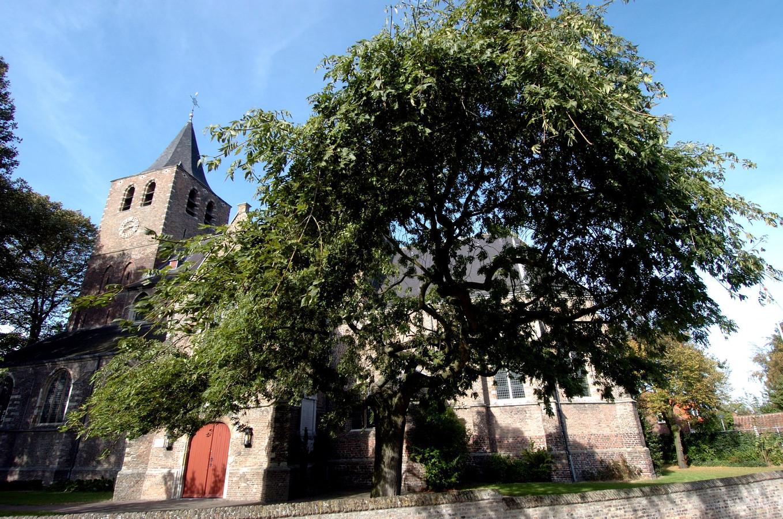 De monumentale Martinuskerk in Halsteren (protestants) valt met de Vosmeerse kerk onder één kerkbestuur.