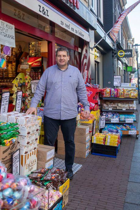Een kwart eeuw snoepen in Wageningen: 'Het is best moeilijk om van de pindarotsjes af te blijven'