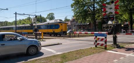 Gevaarlijke spoorwegovergang? Valt wel mee, zeggen ze in Baarn: 'De mensen, díe zijn gevaarlijk'