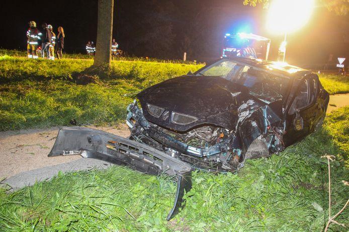 Een automobilist gewond geraakt bij een eenzijdig ongeluk op de Wrakkenweg, net buiten het Flevolandse Rutten.