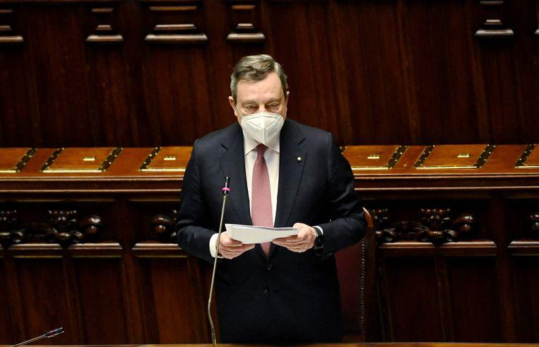 De Italiaanse premier Mario Draghi spreekt in het parlement over de besteding van de EU-miljarden voor herstel na de coronacrisis. Beeld AFP